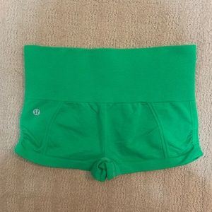 Lululemon In The Flow high waisted Shorts